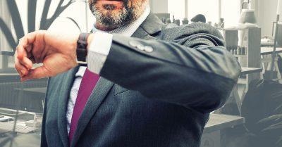 La empresa puede aplicar descuentos a los trabajadores que fichan tarde