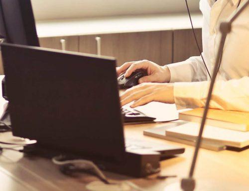 ¿Puede el empleado trabajar en otra empresa mientras está de vacaciones?